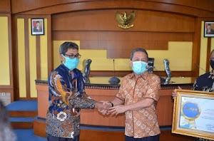 Bupati Terima Penghargaan dari Badan Pusat Statistik Republik Indonesia