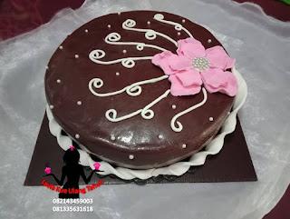 Kue Tart Ultah Lapis Coklat Sederhana Hias Bunga