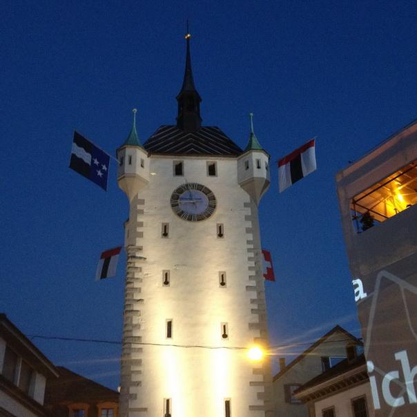 Badenfahrt Baden Stadt Stadtturm Turm Flaggen beleuchtet