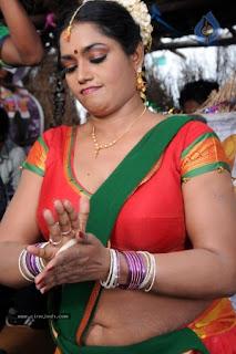 Hot Aunties: Jayavani Aunty in Saree Village Gorgeous