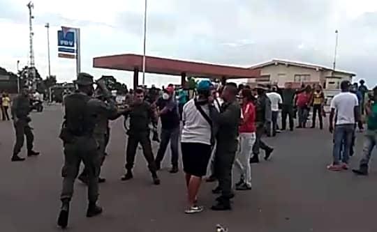 PROTESTA POR GASOLINA TERMINÓ EN TRIFLULCA CON LA GNB EN BARINAS