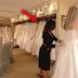 Madre e hija humillan a una mujer obesa que está probándose un vestido de novia, pero no creerás lo que hizo la jefa de la tienda