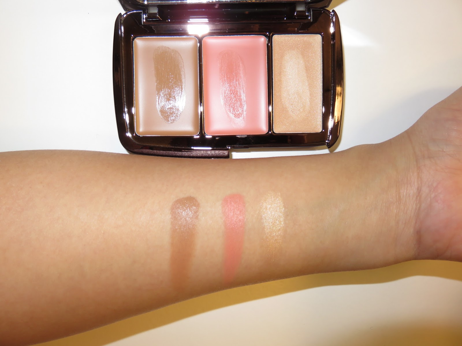 Illume Sheer Color Trio by Hourglass #18