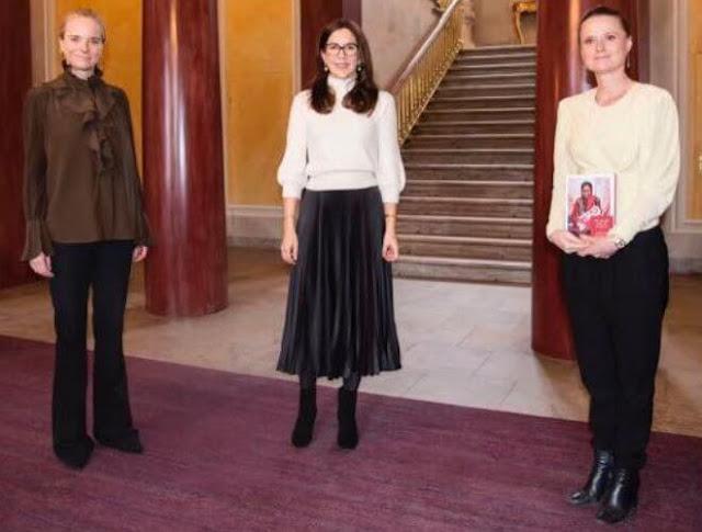 Mary wore an essential wool sweater by CO. Cartier gold diamond bracelet. Dulong necklace. Henriette Svarre Nielsen and Anna Frellsen