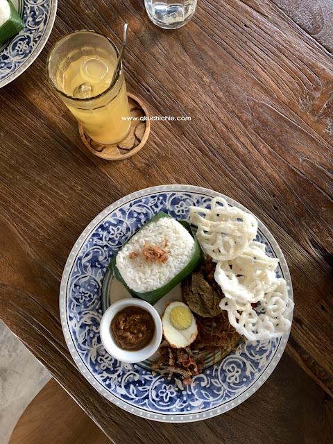 menu makan siang di tujuan cafe