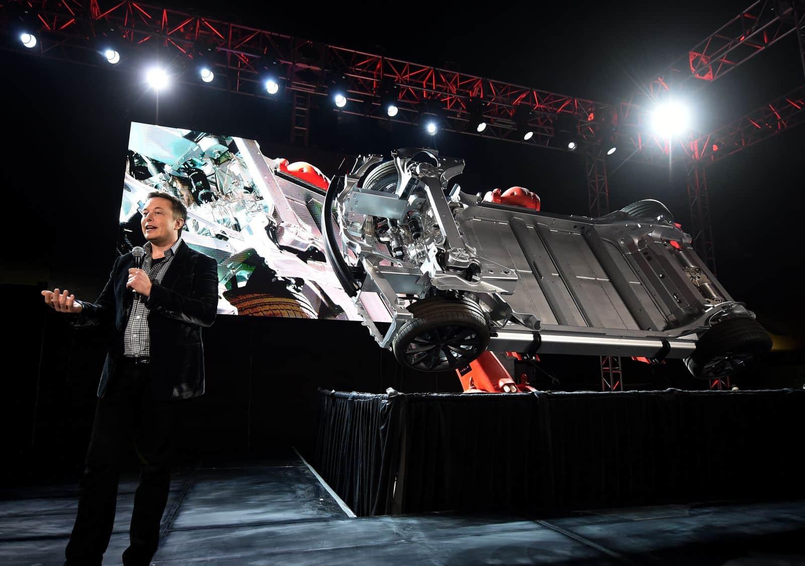 Elon Musk escenario tesla