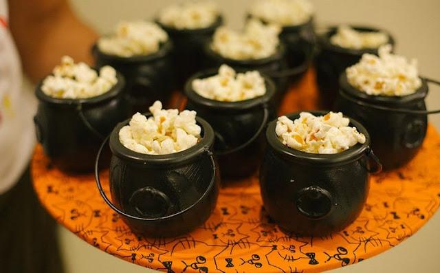 Idéias fáceis para Halloween comida, caldeirão de pipoca