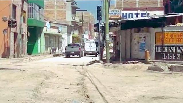 Sicarios encapuchados irrumpen en Hotel buscan a victimas , les disparan ejectuan a 5 y dejan 3 mas graves en Comonfort, Guanajuato