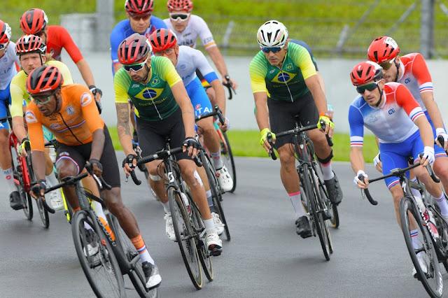 Lauro Chaman e André Grizante na prova de Resistência nas Paralimpíadas - Foto: JB Benavent / CBC
