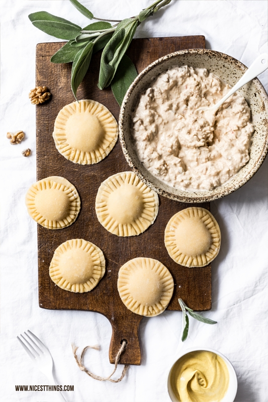 Ravioli selbstgemacht mit Ziegenkäse, Walnüssen, Honig und Senf Rezept