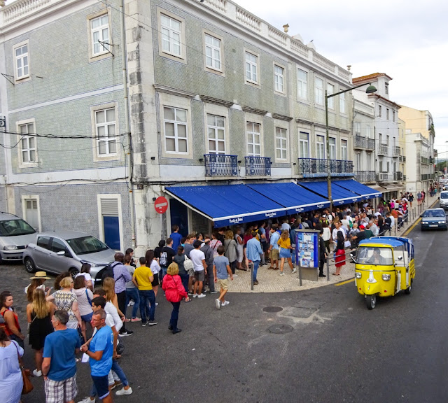 Long Queues for the Pasteis de Nata in Belem