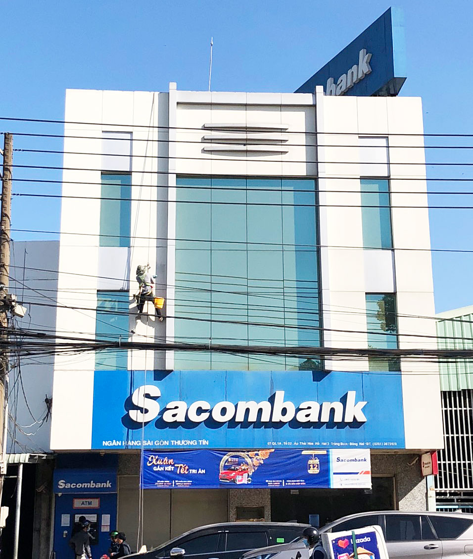 Đu dây vệ sinh Alu Sacombank