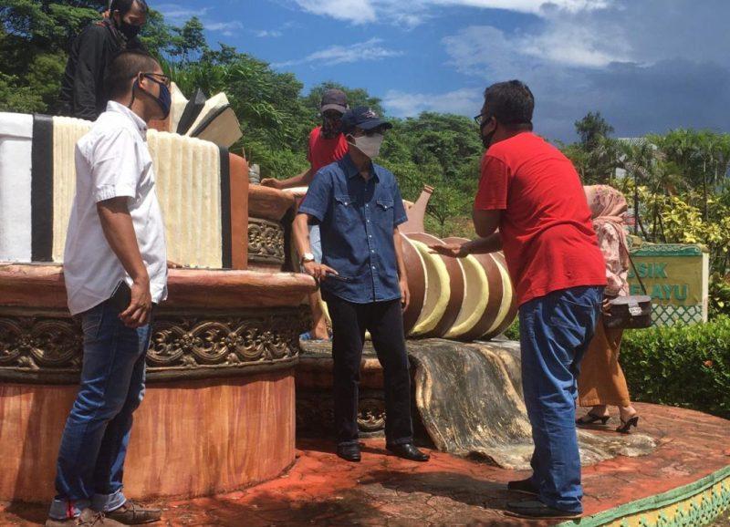 Tinjau Pengecatan Monumen Alat Musik di Batam Kota, Amsakar: Ini Ikon Kota