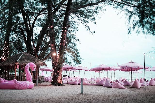 Quán bar màu hồng sát bờ biển Pattaya làm say lòng phái nữ