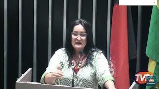 A vereadora Isaura Barbosa PSD manda recado e pede que a secretaria de saúde de Guarabira devolva medico para o conjunto Clovis Bezerra