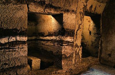 Ο τάφος που... κατεβαίνει στον Άδη