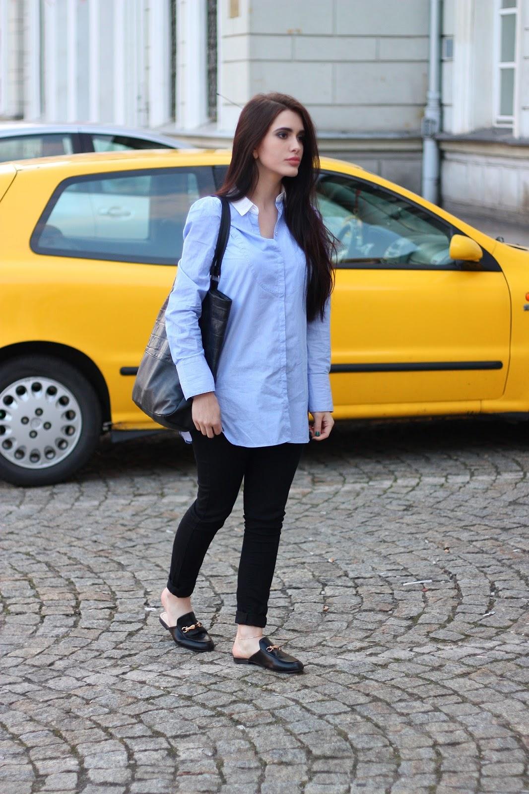 blue shirt, black jeans, klasyczna stylizacja