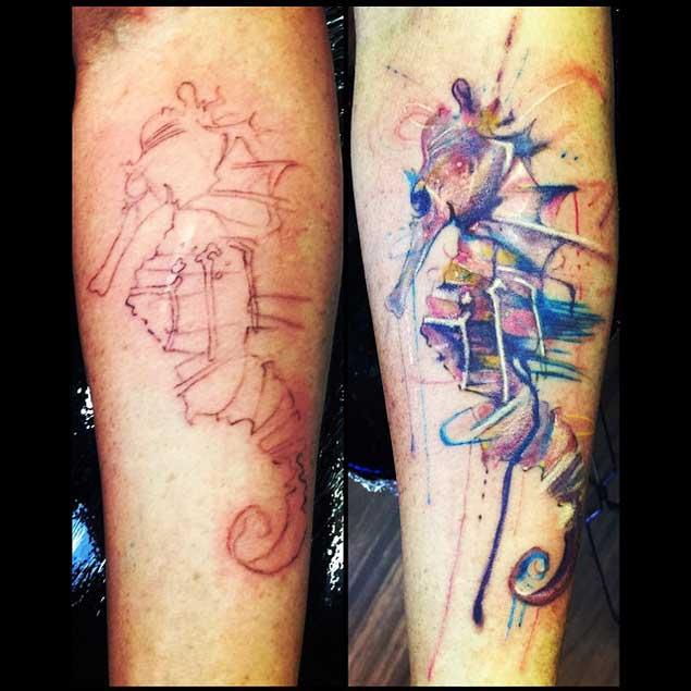 Tatuaje de caballito de mar antes y después de la acuarela