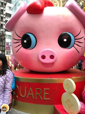 cute pink pig sculpture at iSQUARE Mall, Hong Kong