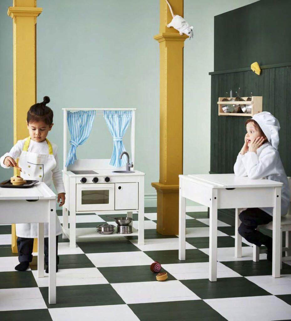novedad catálogo ikea 2020 cocina mini pisig de juguete y pizarra blanca niños