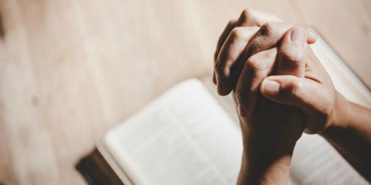 10 Ayat Alkitab yang Membantu Anda Saat Alami Kesulitan Hidup