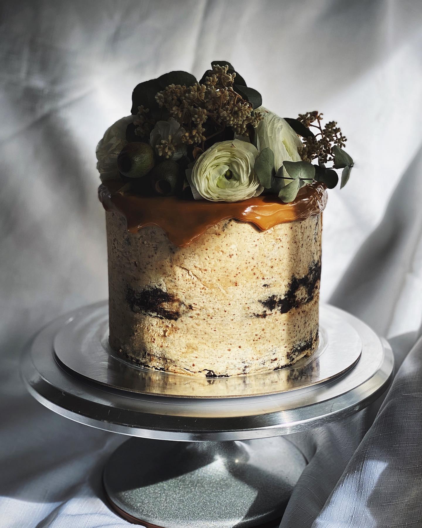 nsw sydney black hen kitchen wedding cake designer cakes weddings