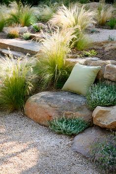 Amenajare gradina simpla, plante rocarie, piatra, bolovani, sustinere teren.