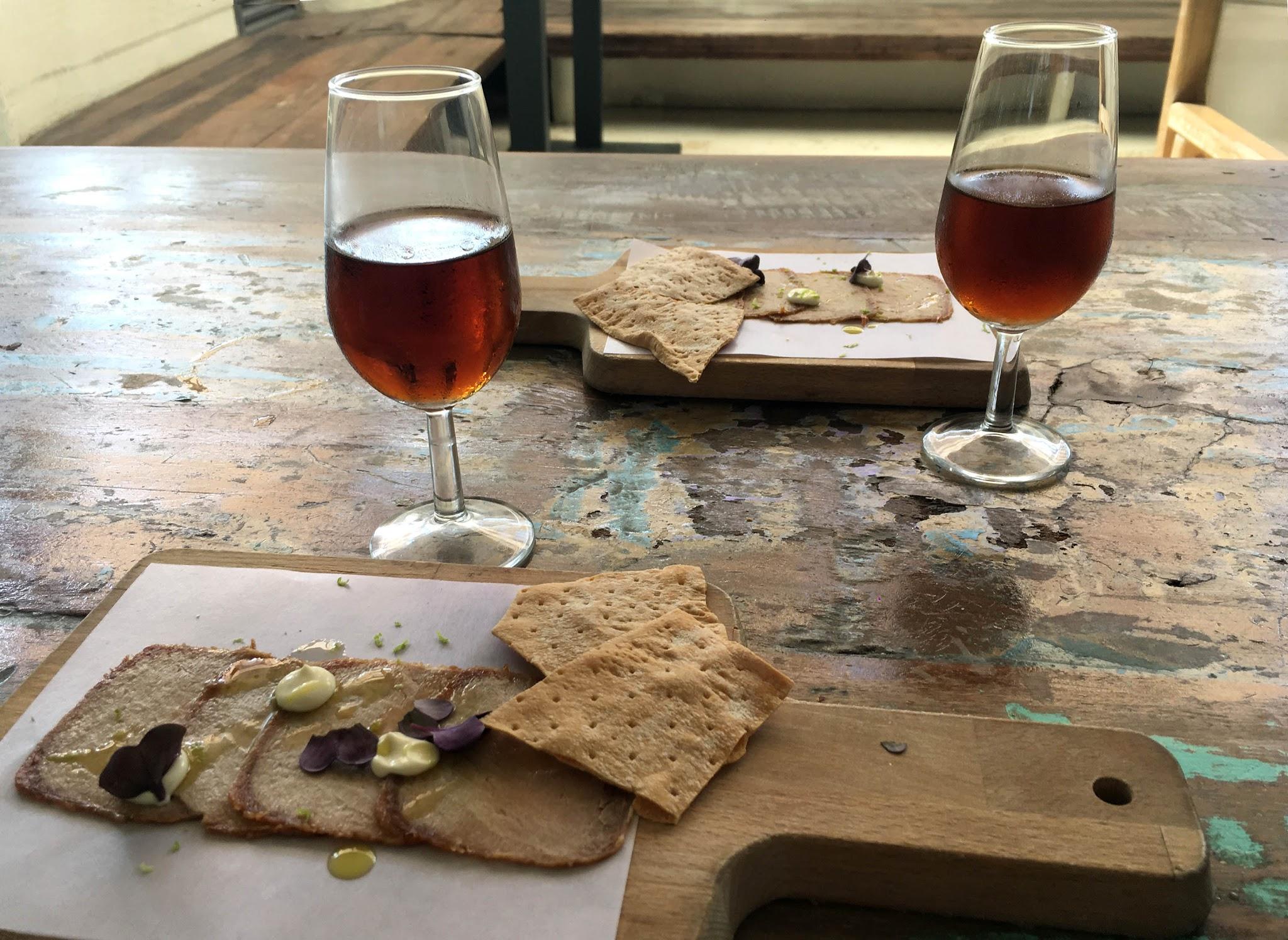 chicharrones atun arsenio manila cadiz vinos jerez palo cortado