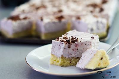ciasta i desery, ciasto na święta, ciasto na biszkopcie, biszkopt z 5 jaj, biszkopt z mąką ziemniaczaną, krem śmietanowy, krem z malinami, krem śmietanowy z mascarpone i malinami,