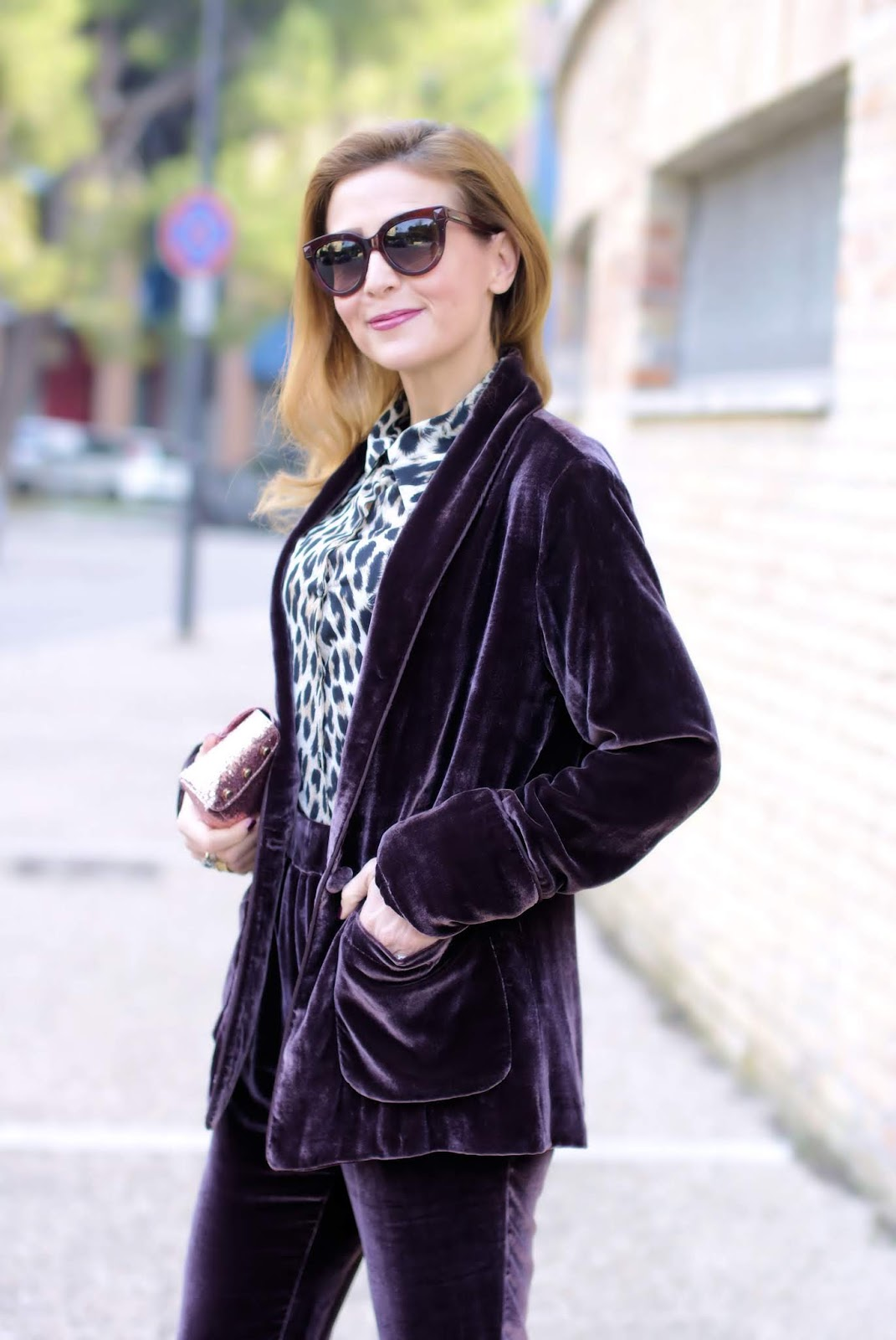 Velvet burgundy suit: a chic outfit idea from 1.2.3 Paris on Fashion and Cookies fashion, fashion blogger style