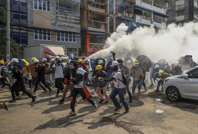 8 Killed, again rained on demonstrators protesting against the coup