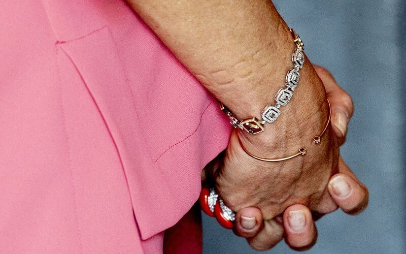 Queen Maxima wore pink silk shirt and wide-leg silk pants from Natan, and flower coral earrings from Van Cleef and Arpels
