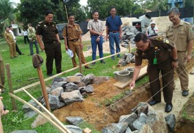 Direktur RSUD Sukadana Lakukan Peletakan Batu Pertama Pembangunan Gedung Rawat Inap Kelas III