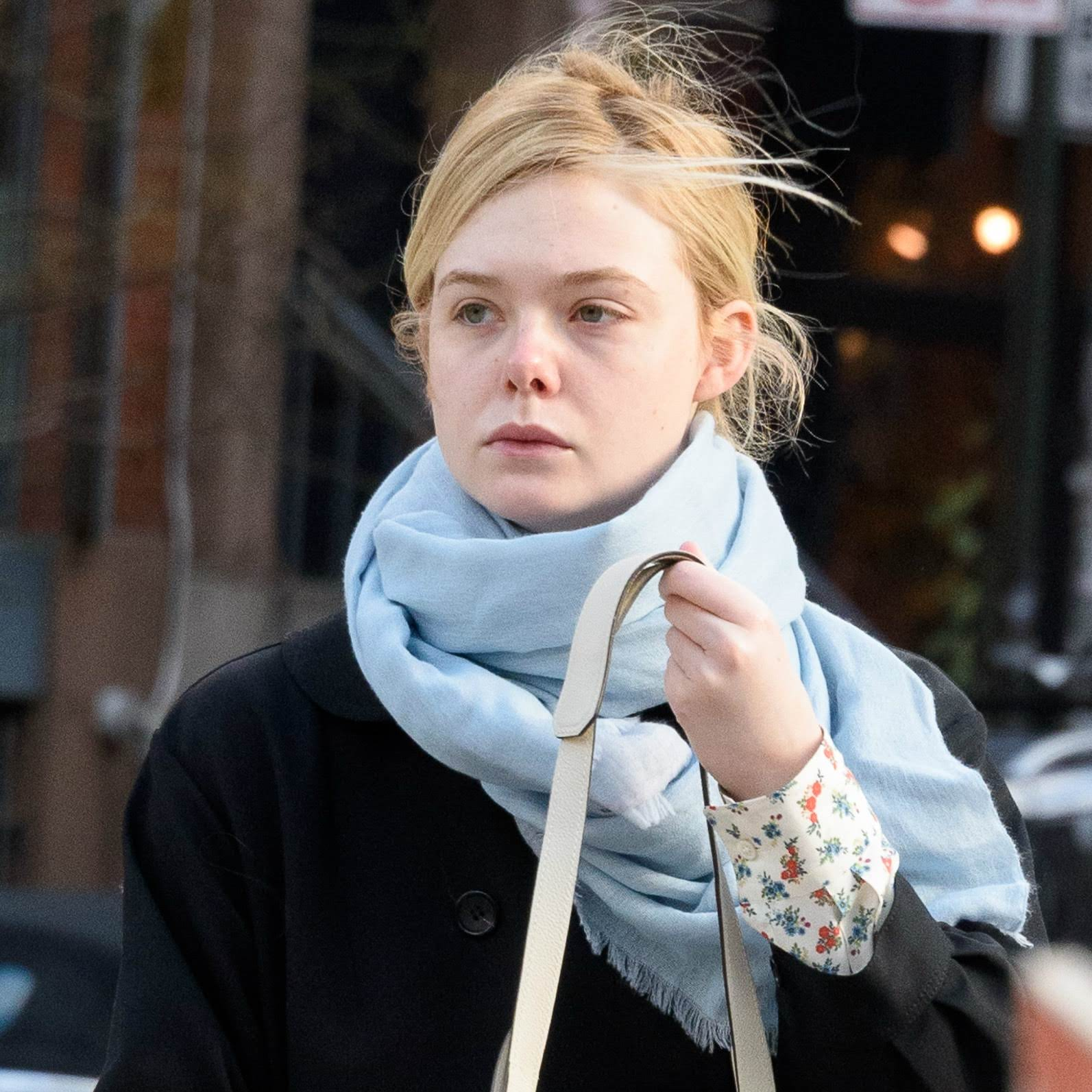 Elle Fanning out in chilly New York : 寒風が吹きすさぶニューヨークのエルたん