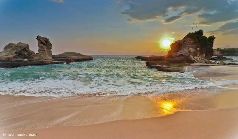 Wisata Pantai Klayar