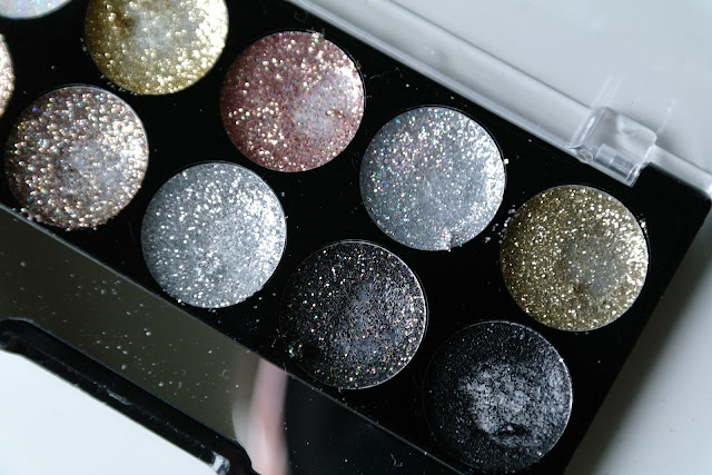 Ardene makeup beauty review a.co glitter eyeshadow palette swatches
