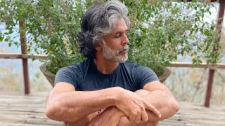 milind-soman-tests-positive-for-covid-19-shares-news-on-twitter