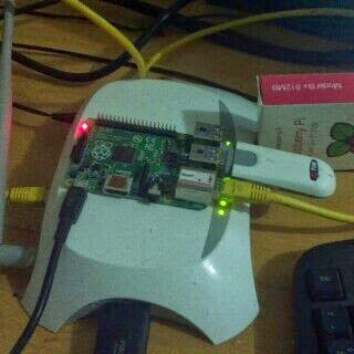Simple gateway for Short Message Services (SMS) raspberry pi