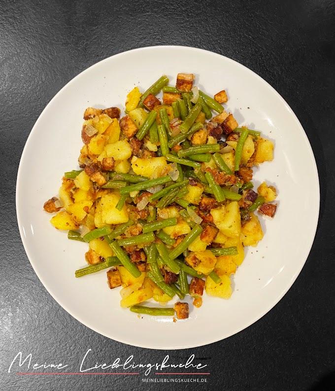Brechbohnen-Räuchertofu-Pfanne mit Kartoffeln