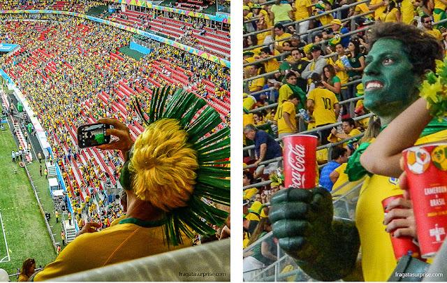 Torcida brasileira no jogo Brasil x Camarões, no Estádio Mané Garrincha, em Brasília