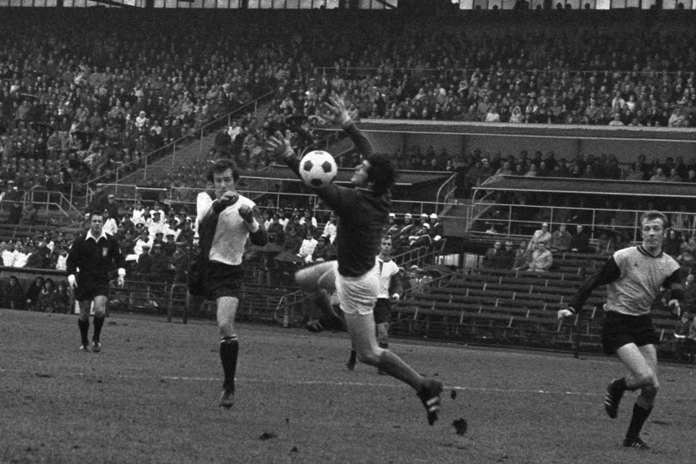 Matthias Maiwald scoort het tweede doelpunt van Feyenoord