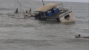 Kapal Motor Muatan Garam 400 Ton Tenggelam di Perairan Laut Mantau Nanga Wera