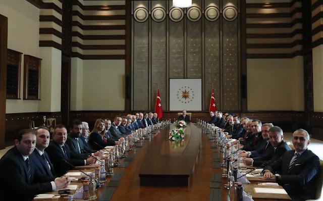 Η Τουρκία προκαλεί κρίσεις και μετά αναζητεί ρόλο ως εγγυητής εκτόνωσής τους