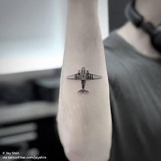 Tatuajes de aviones pequeños
