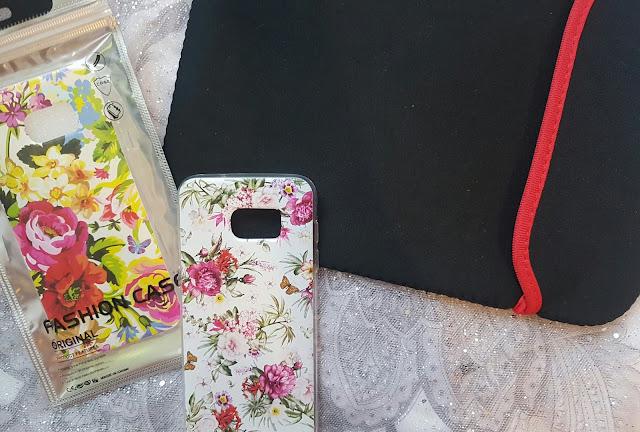 Pokrowiec na tablet i etui na smartfon