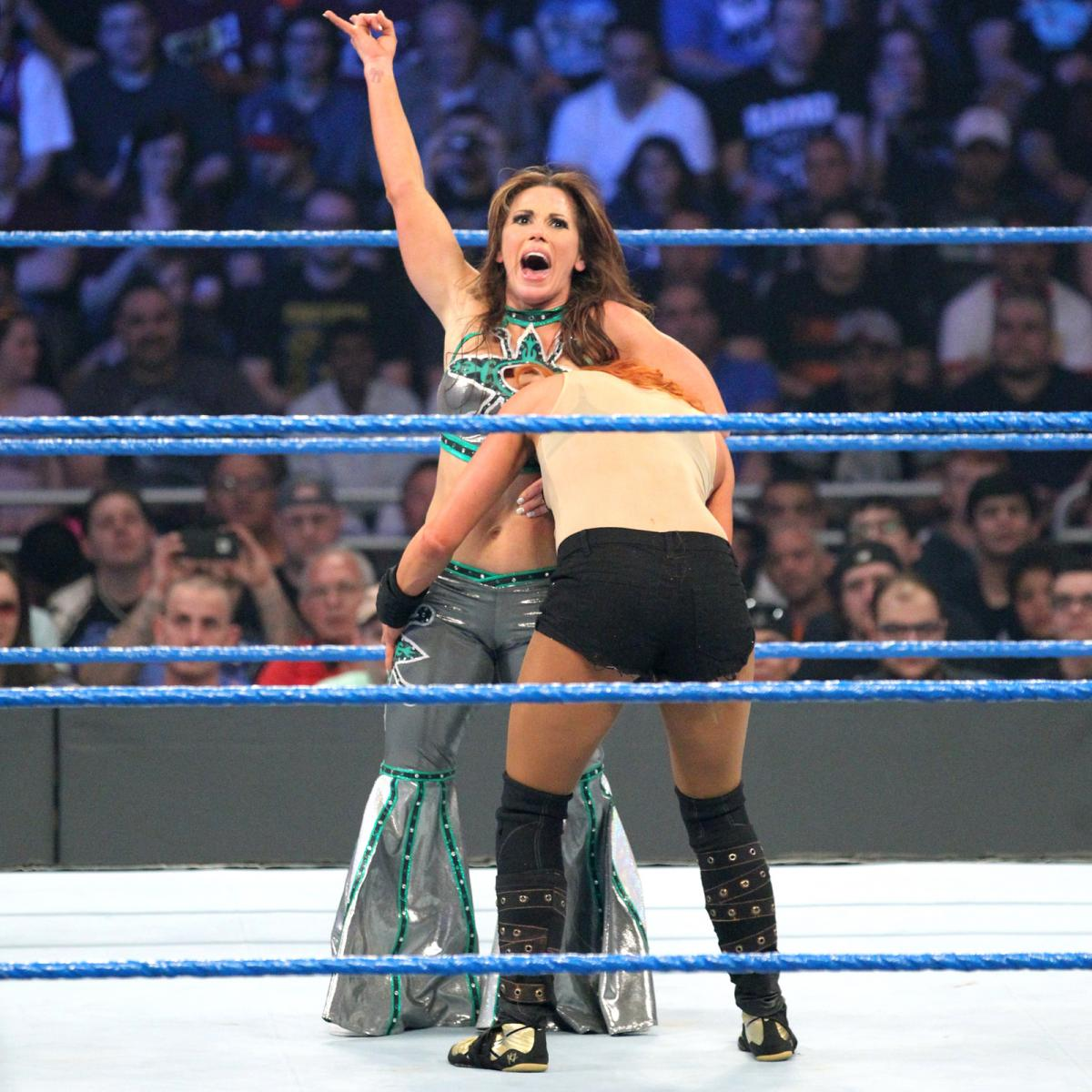 Mickie james in barefeet — pic 9