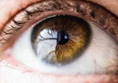 Paciente cego de nascença enxerga pela 1ª vez com injeção intraocular