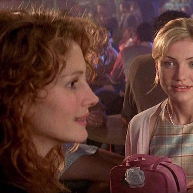 Elle Fanning and Sarah Ramos Recreates Jell-O Scenes from My Best Friend's Wedding : 新型コロナ外出自粛のエルたんが、キャメロン・ディアスに扮して再現してくれた、90年代のジュリア・ロバーツの代表作「マイ・ベスト・フレンズ・ウェディング」の迷シーン ! !
