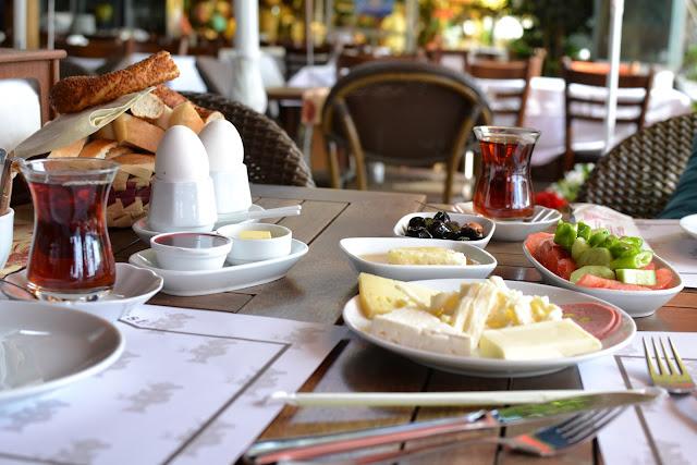 Kale Çay Bahçesi'nin kahvaltısı