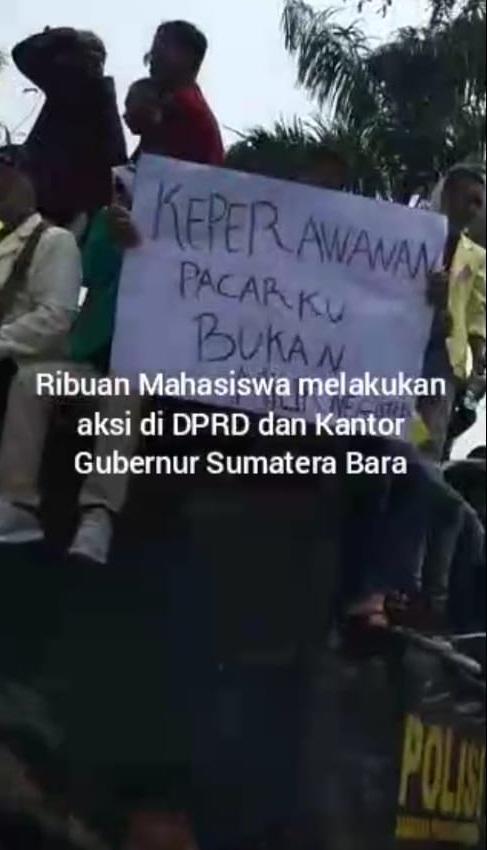 Aksi demo Mahasiswa Menolak Revisi UU KPK dan Revisi UU KUHP - pustakapengetahuan.com